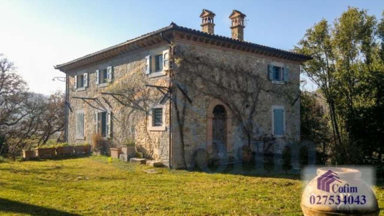 Villa in vendita a Todi, 7 locali, prezzo € 550.000 | CambioCasa.it