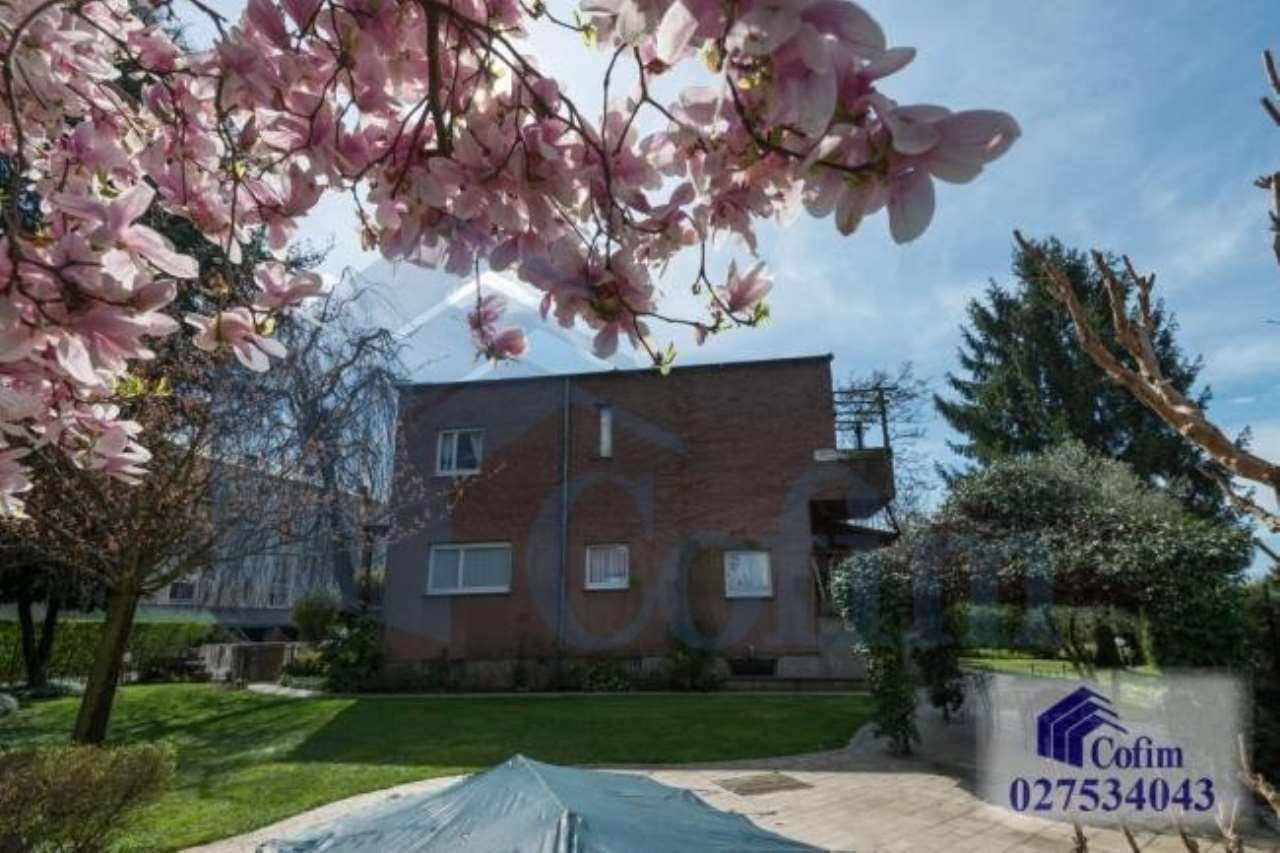 Villa in vendita a Segrate, 9 locali, prezzo € 1.350.000 | CambioCasa.it