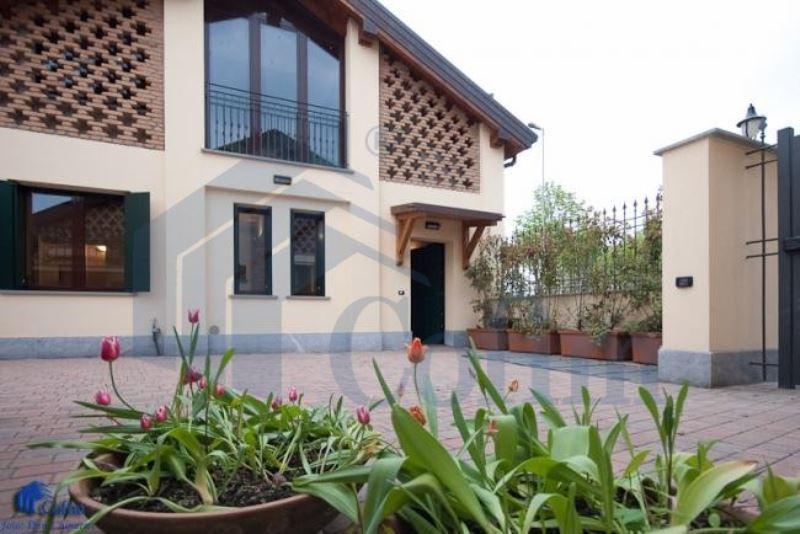 Appartamento in affitto a Peschiera Borromeo, 4 locali, prezzo € 1.350 | CambioCasa.it