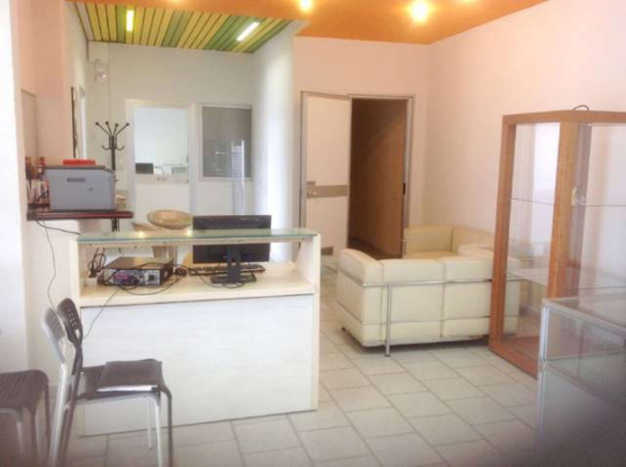 Negozio / Locale in affitto a Borgaro Torinese, 2 locali, prezzo € 950 | CambioCasa.it