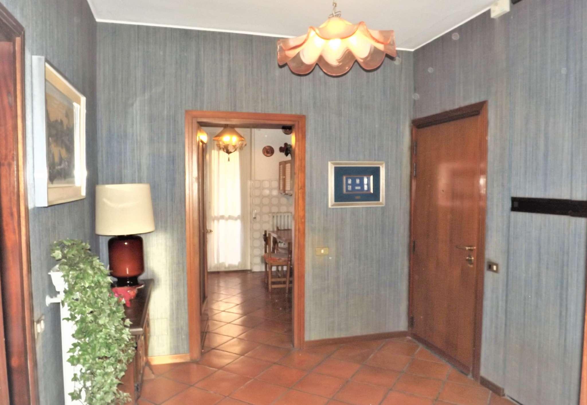 Appartamento in vendita 3 vani 120 mq.  via VALSESIA  76 Milano