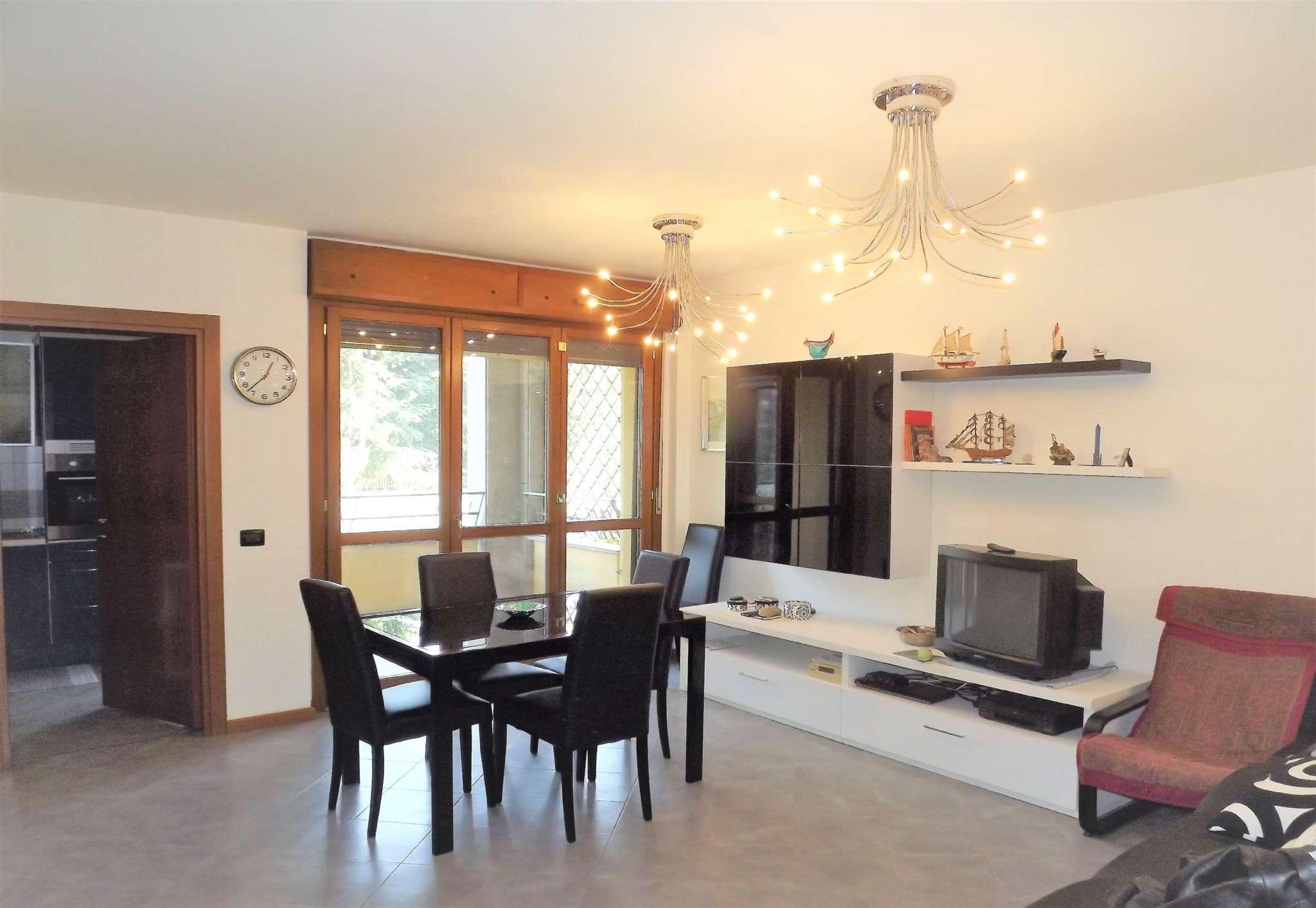 Appartamento in vendita 3 vani 100 mq.  via POMPEO MARCHESI 59 Milano