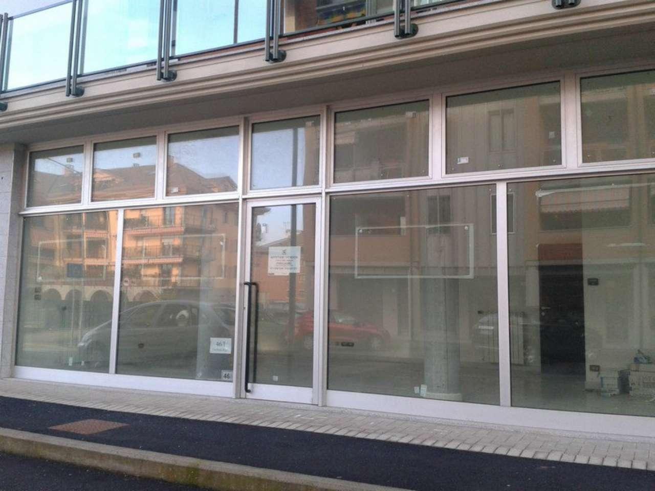 Negozio / Locale in affitto a Chivasso, 2 locali, prezzo € 600 | CambioCasa.it