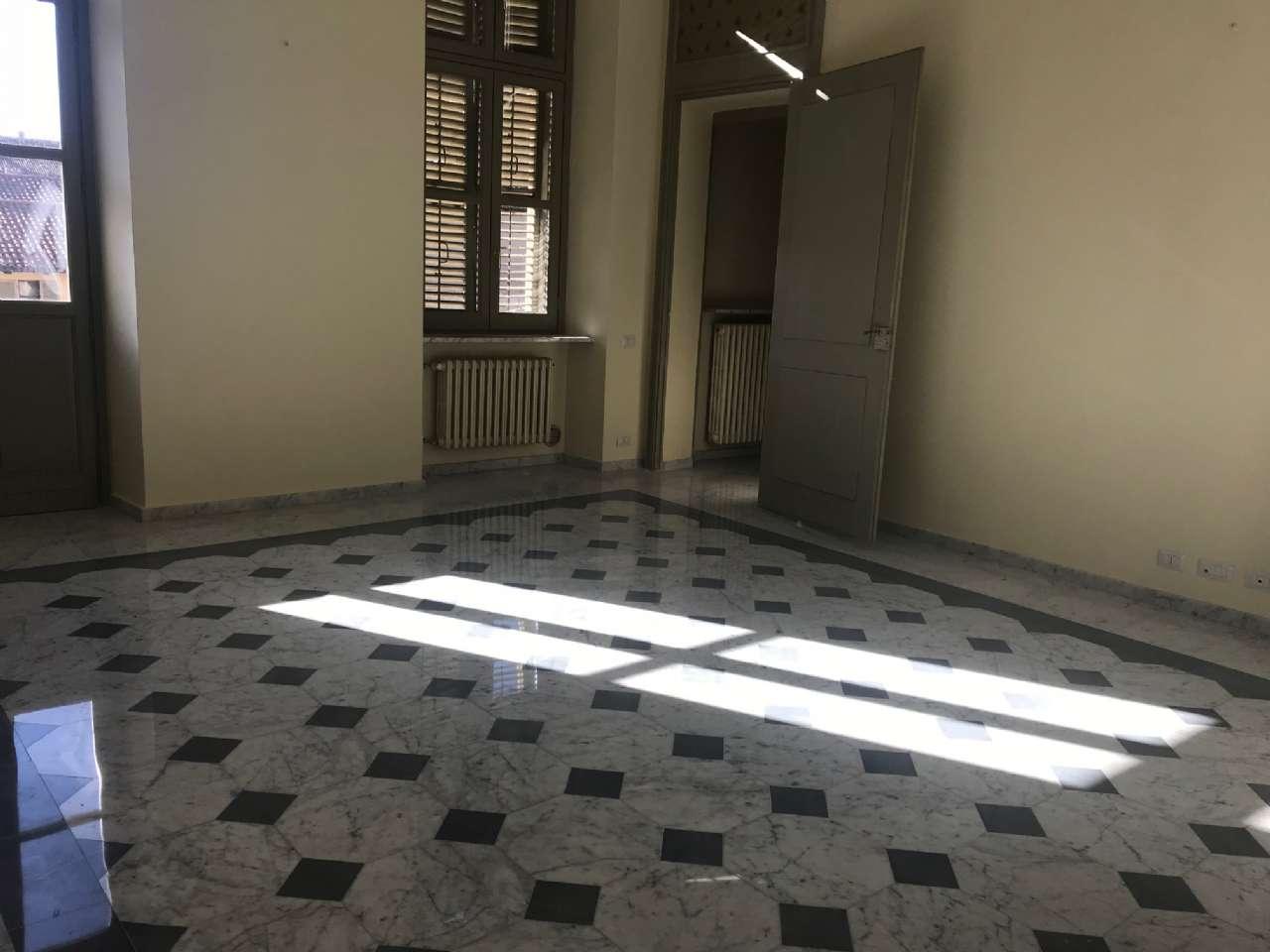 Ufficio / Studio in affitto a Bra, 3 locali, prezzo € 800 | CambioCasa.it