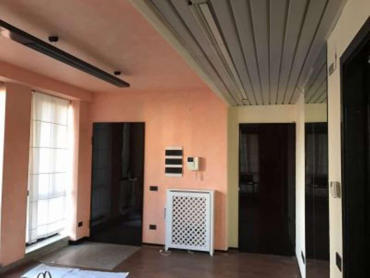 Ufficio / Studio in affitto a Bra, 4 locali, prezzo € 450 | CambioCasa.it