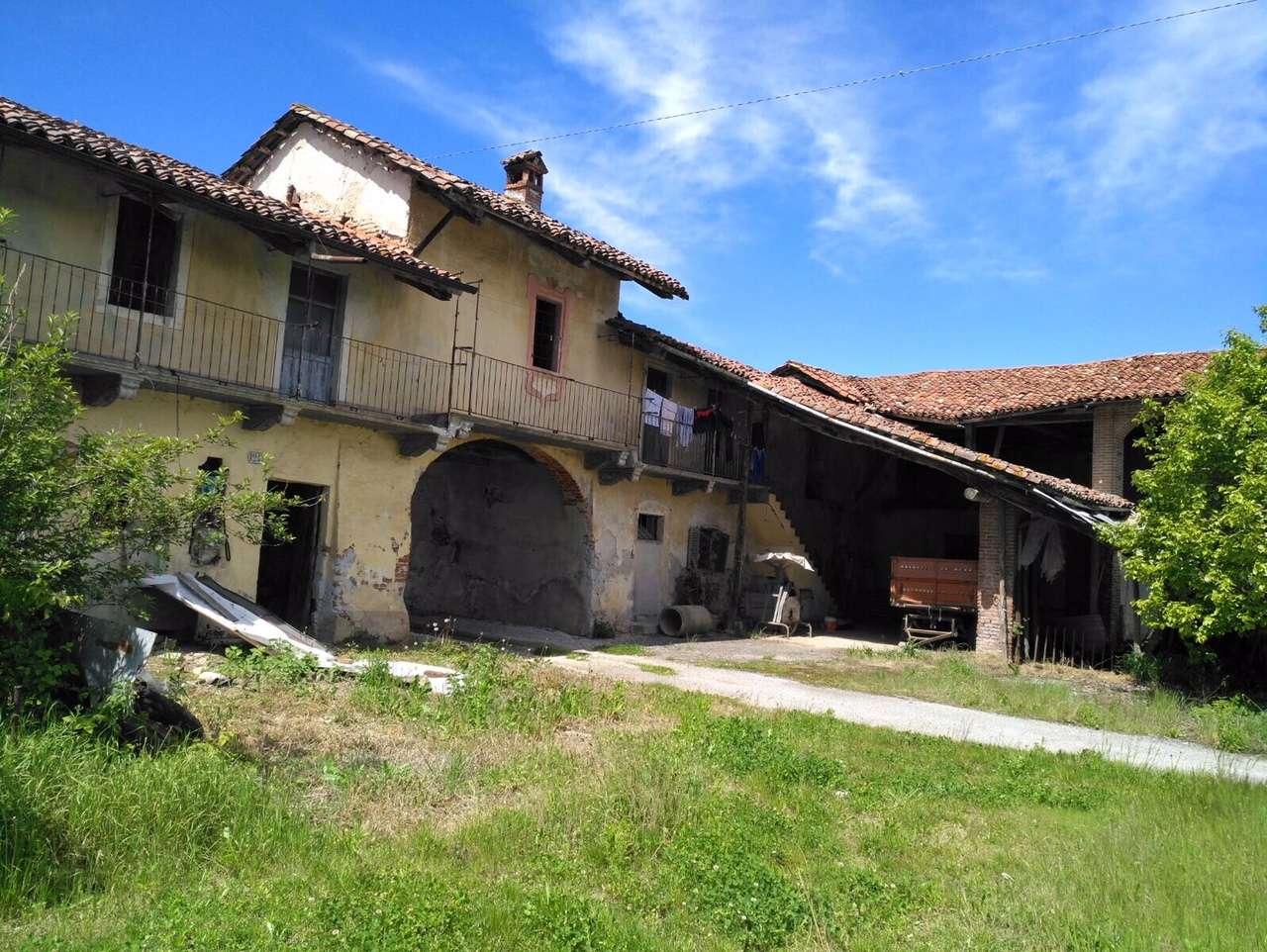 Rustico / Casale in vendita a Narzole, 8 locali, prezzo € 39.000 | CambioCasa.it