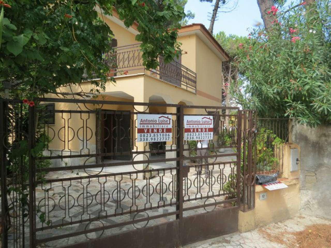 Villa in vendita a Castel Volturno, 7 locali, prezzo € 65.000 | CambioCasa.it