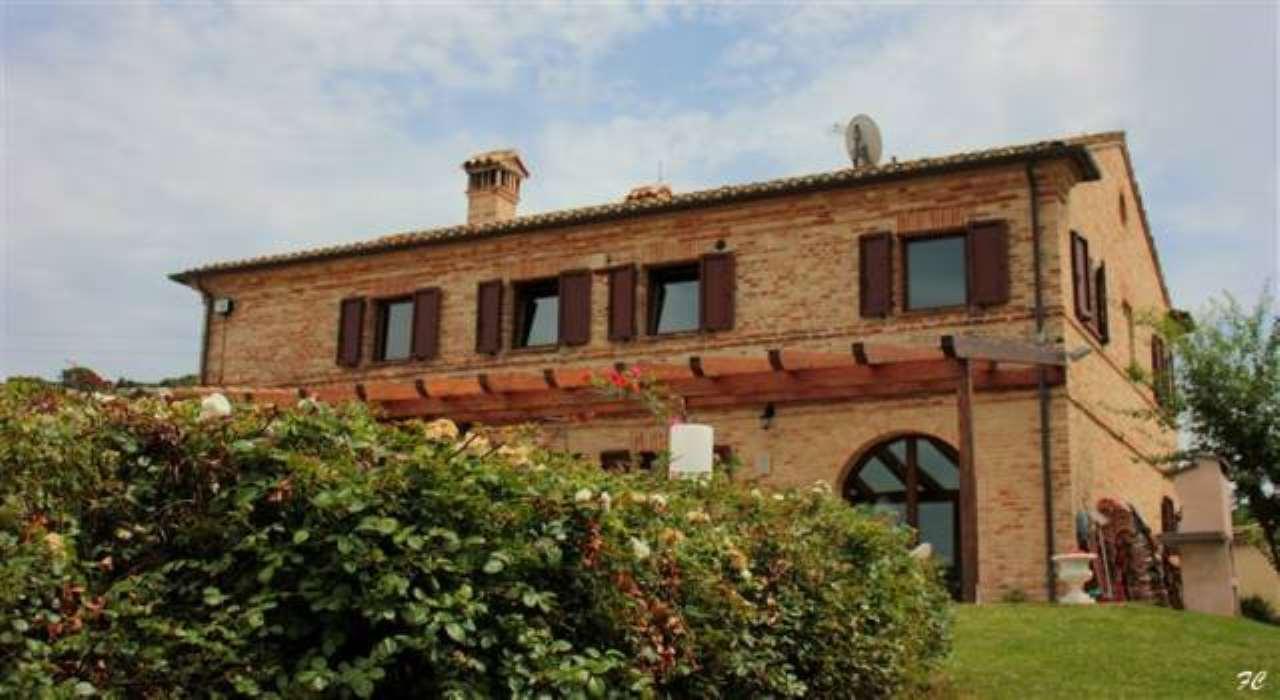 Rustico / Casale in Vendita a Loreto