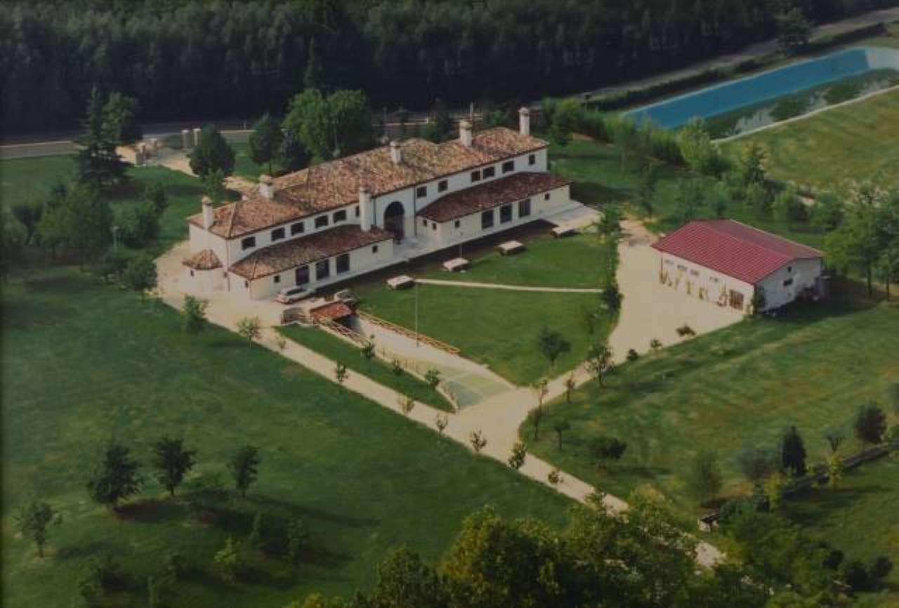 Rustico / Casale in vendita a Villorba, 6 locali, prezzo € 850.000 | CambioCasa.it