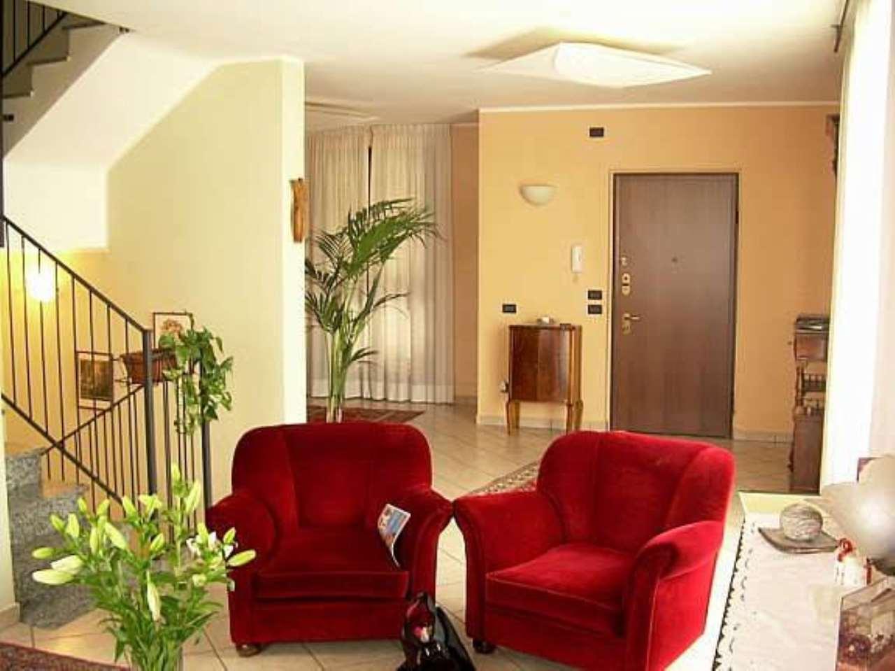 Villa in vendita a Verano Brianza, 6 locali, prezzo € 360.000 | CambioCasa.it