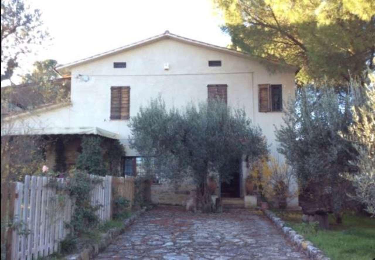 Rustico / Casale in vendita a Piegaro, 6 locali, prezzo € 285.000 | CambioCasa.it