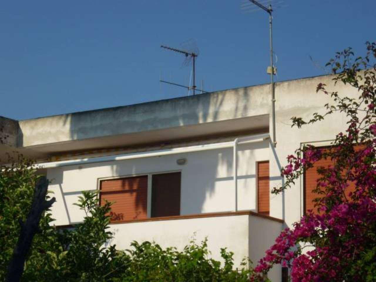 Appartamento in vendita a Isola di Capo Rizzuto, 3 locali, prezzo € 35.000 | CambioCasa.it