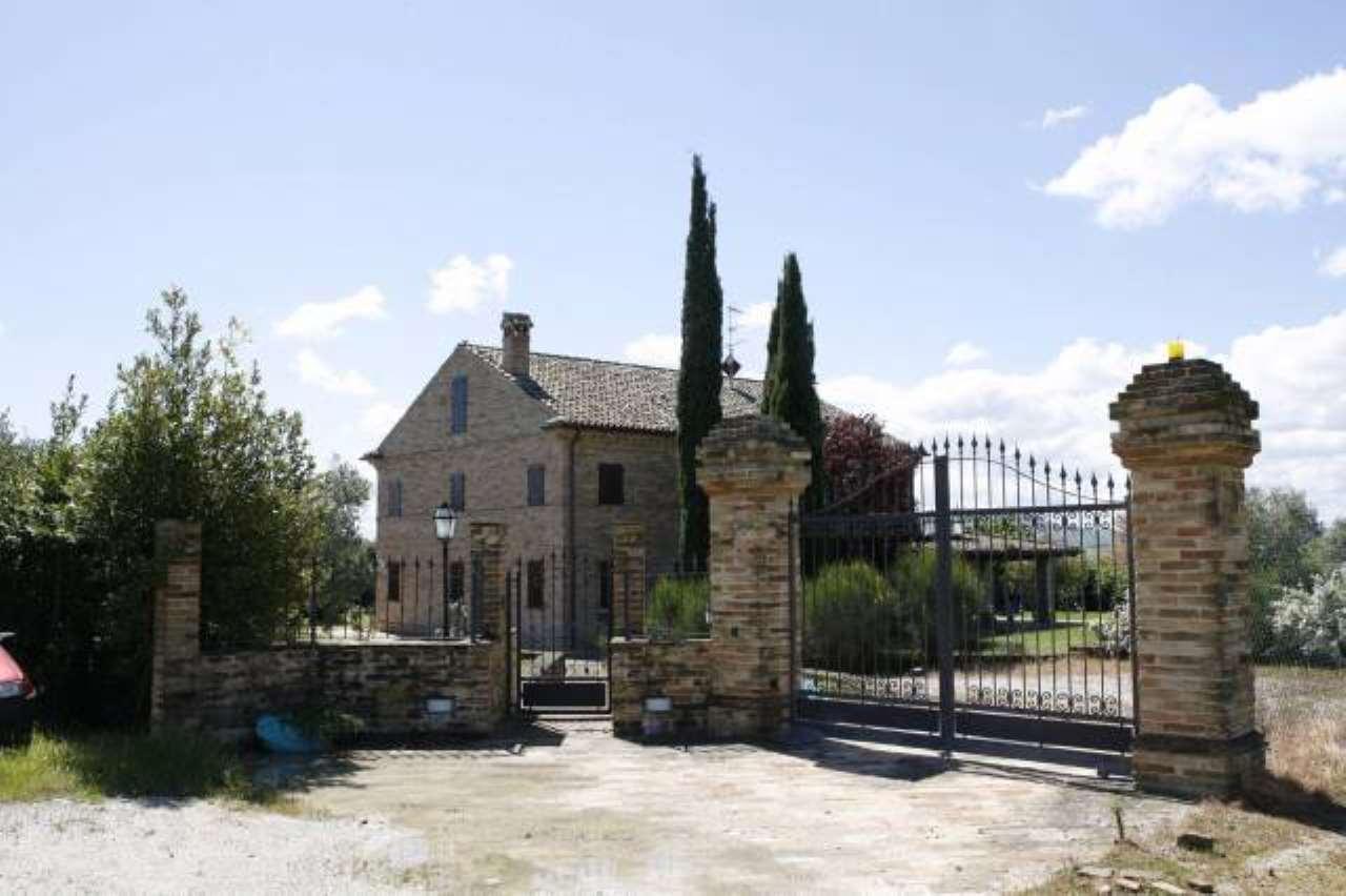 Rustico / Casale in vendita a Sant'Elpidio a Mare, 6 locali, prezzo € 1.000.000 | CambioCasa.it