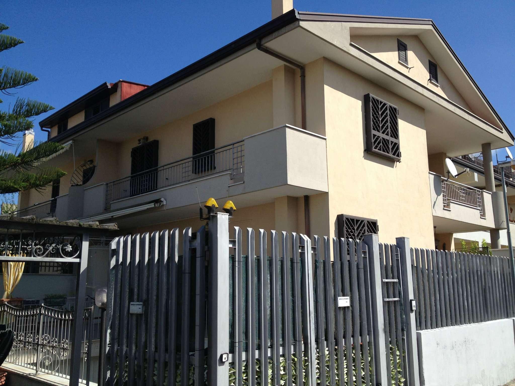 Villa in vendita a Casagiove, 9 locali, prezzo € 370.000 | CambioCasa.it