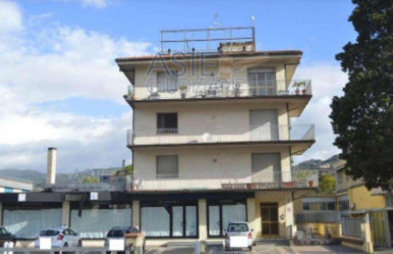 Foto 1 di Appartamento viale ugo foscolo, Montecatini Terme
