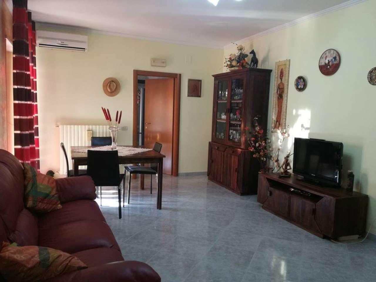 Appartamento in vendita a Massafra, 7 locali, prezzo € 110.000 | CambioCasa.it