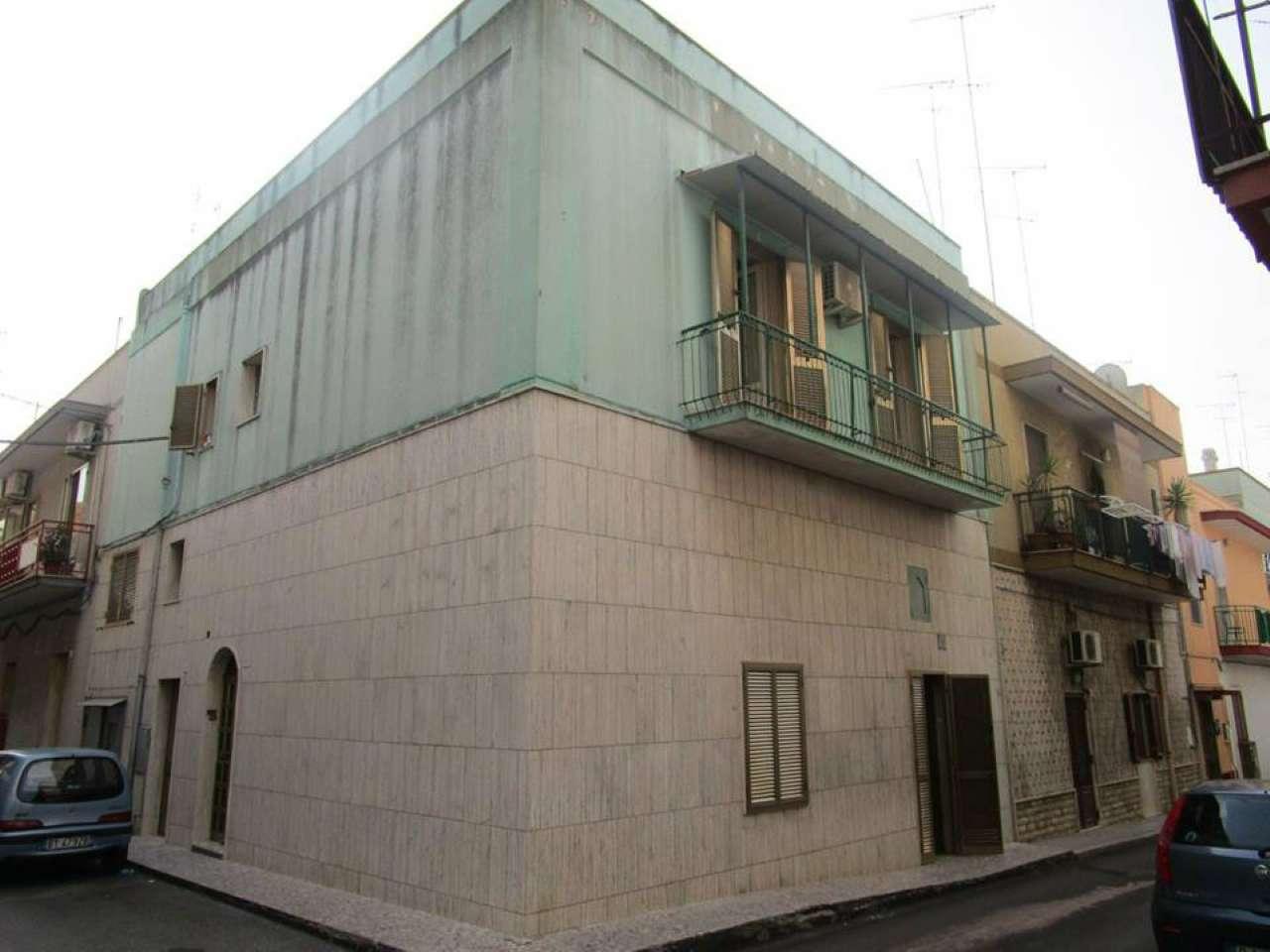 Palazzo / Stabile in vendita a Massafra, 8 locali, prezzo € 85.000 | CambioCasa.it