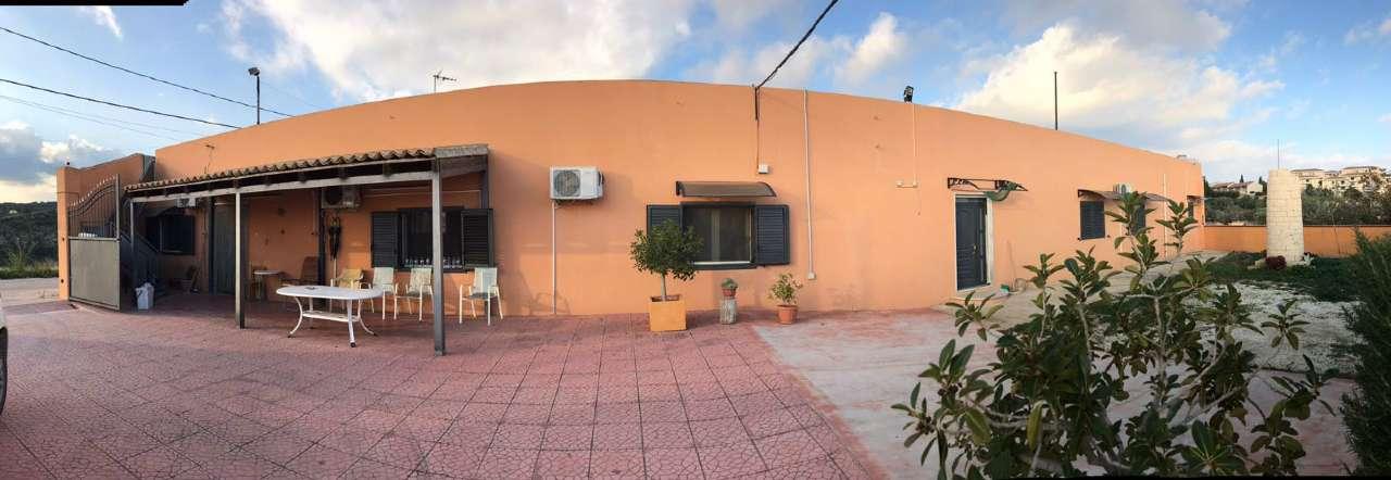 Villa in vendita a Noto, 7 locali, prezzo € 340.000 | CambioCasa.it