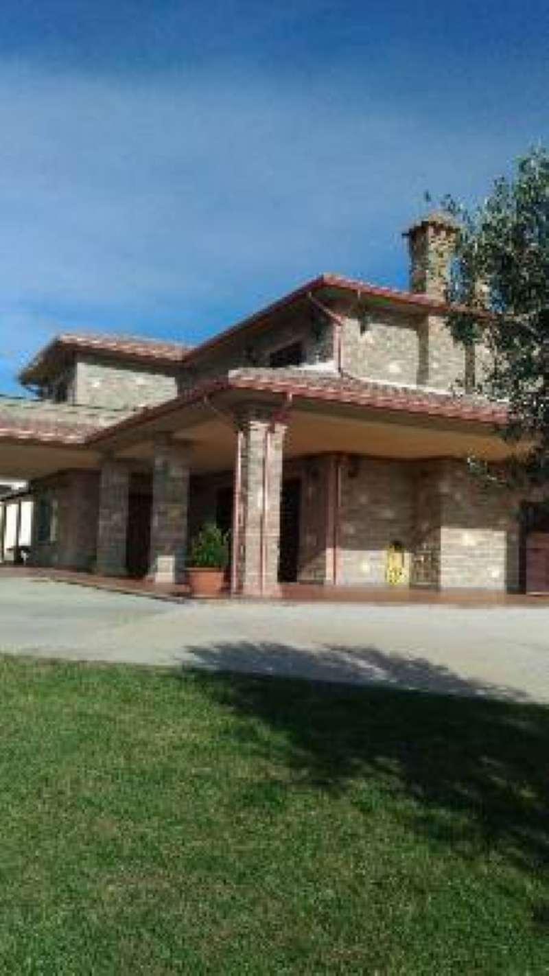 Villa in vendita a Anguillara Sabazia, 10 locali, prezzo € 710.000   CambioCasa.it