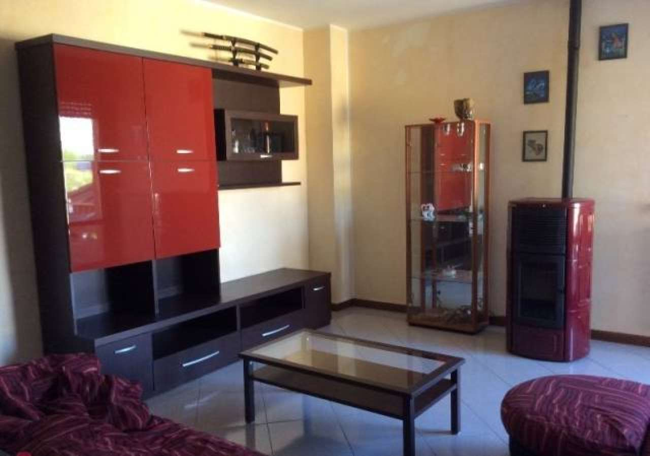 Appartamento in vendita a Cadeo, 3 locali, prezzo € 90.000   CambioCasa.it