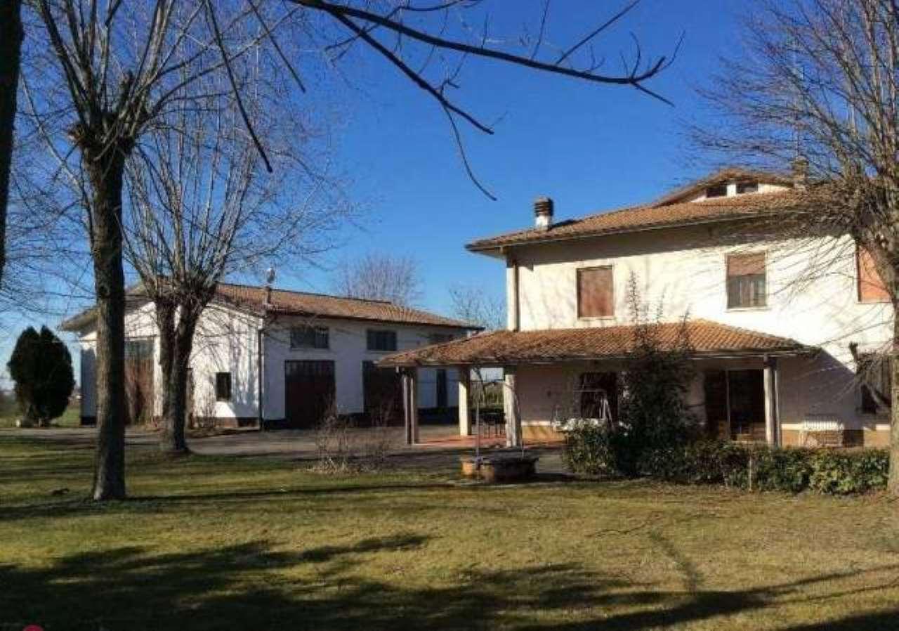 Villa in vendita a Alseno, 5 locali, Trattative riservate   CambioCasa.it