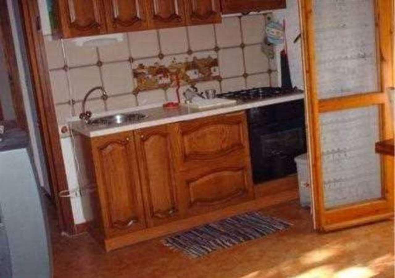 Foto 1 di Trilocale Appartamento in affitto, Viola, Viola