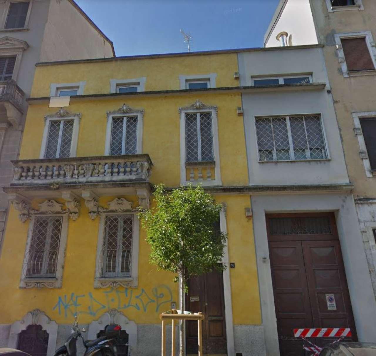 Appartamento in vendita 4 vani 242 mq.  via Francesco de sanctis 16 Milano