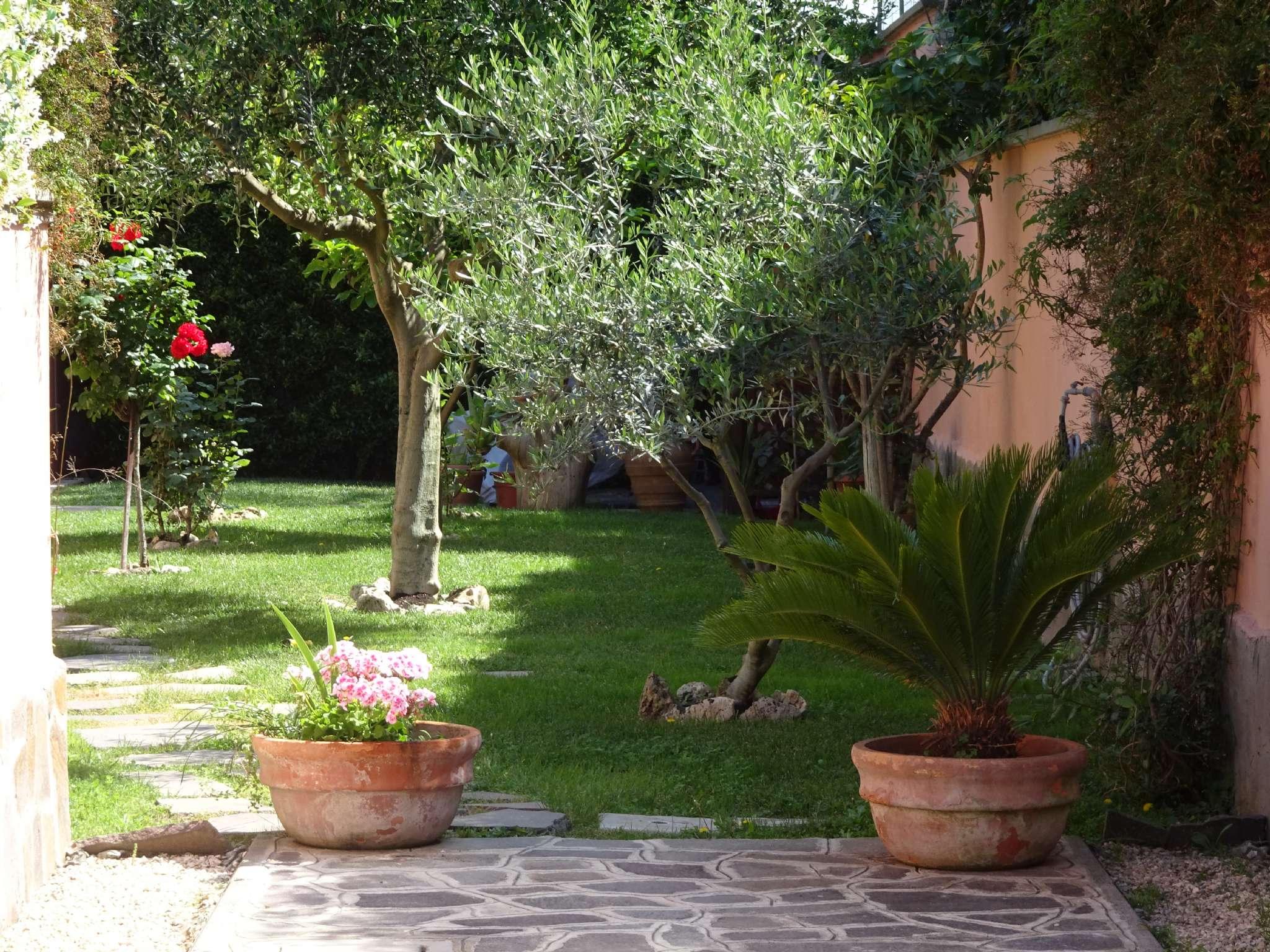 Villa Quadrifamiliare in vendita 5 vani 190 mq.  via ALESSIO OLIVIERI  174 Roma