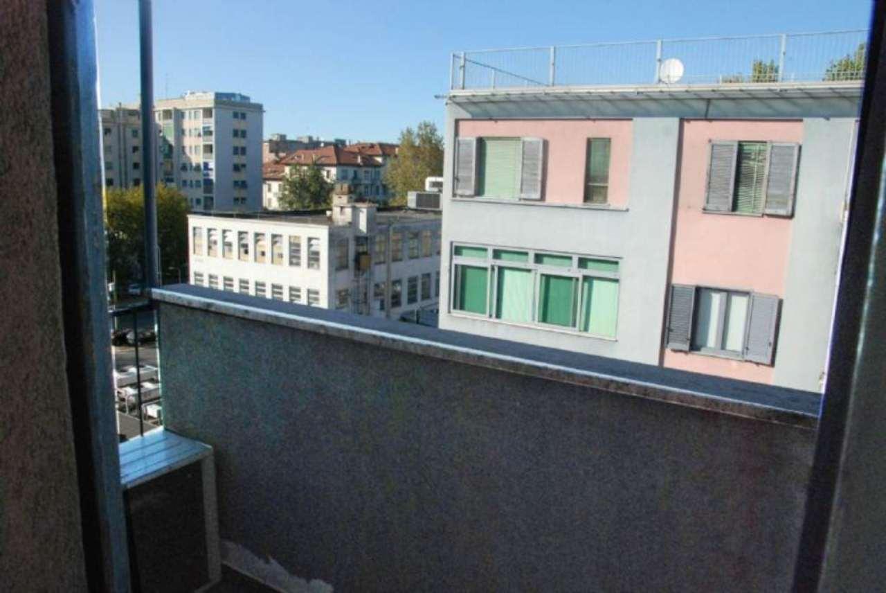 Bilocale Milano Via Abetone 9