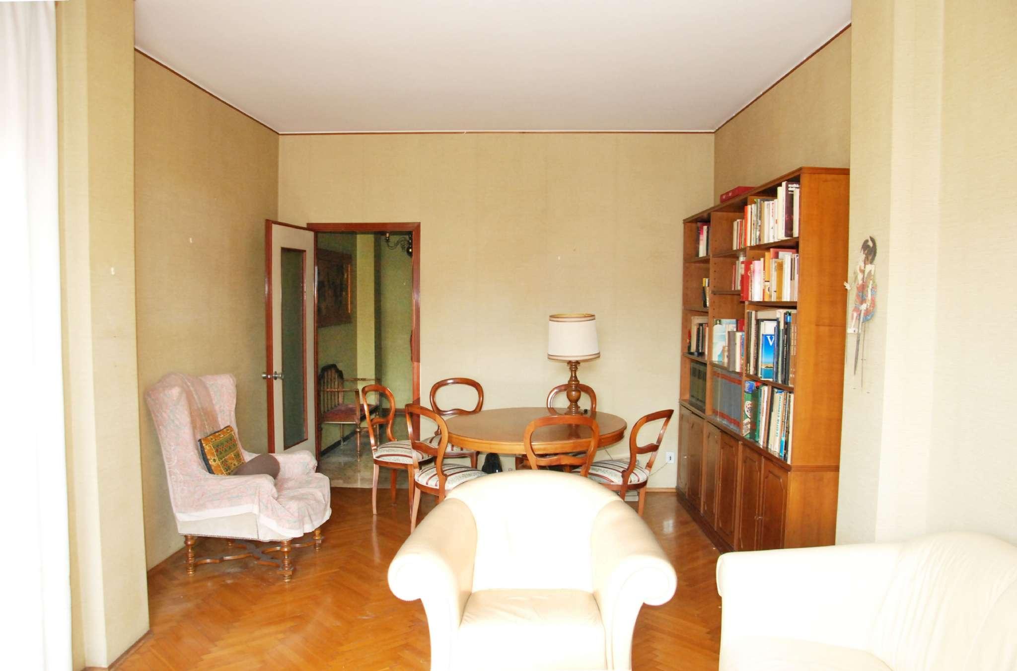 Appartamento in vendita 4 vani 146 mq.  via rismondo  2 Milano