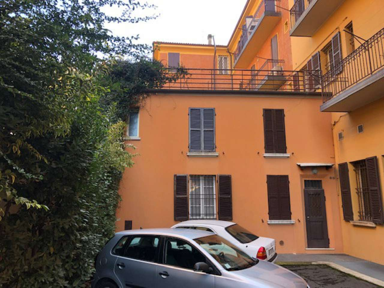 Foto 1 di Casa indipendente via De' Carracci  7, Bologna (zona Bolognina)