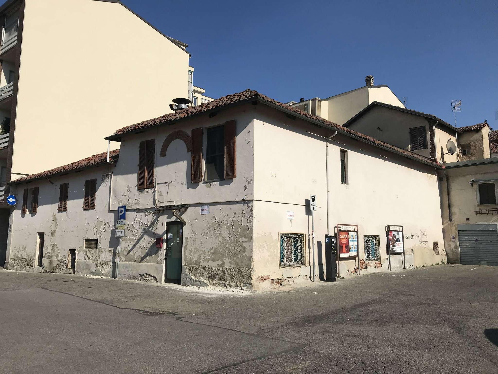 Foto 1 di Palazzo / Stabile piazza Dante 19, Chieri