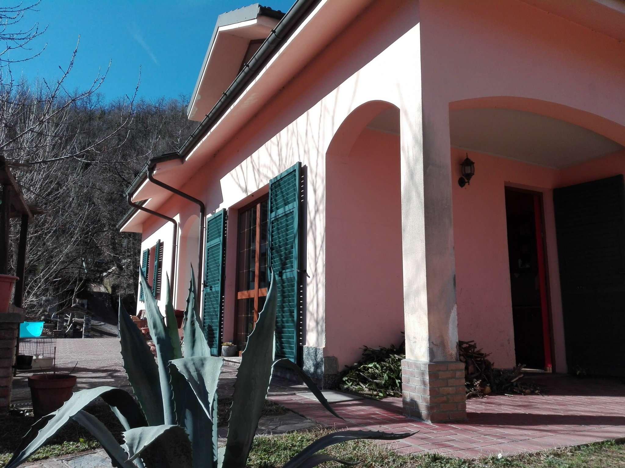 Foto 1 di Villa frazione piane, frazione Piane, Lumarzo