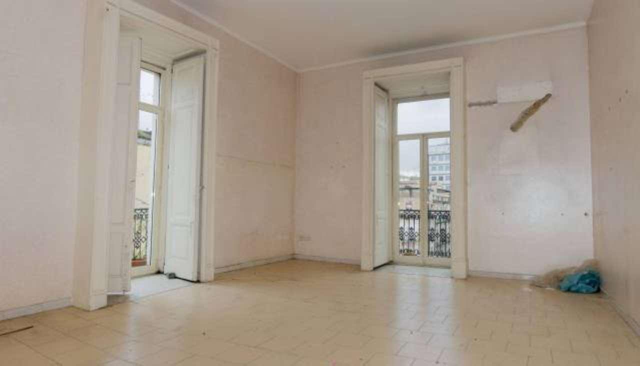 Appartamento in vendita 6 vani 220 mq.  corso Giuseppe Garibaldi Napoli
