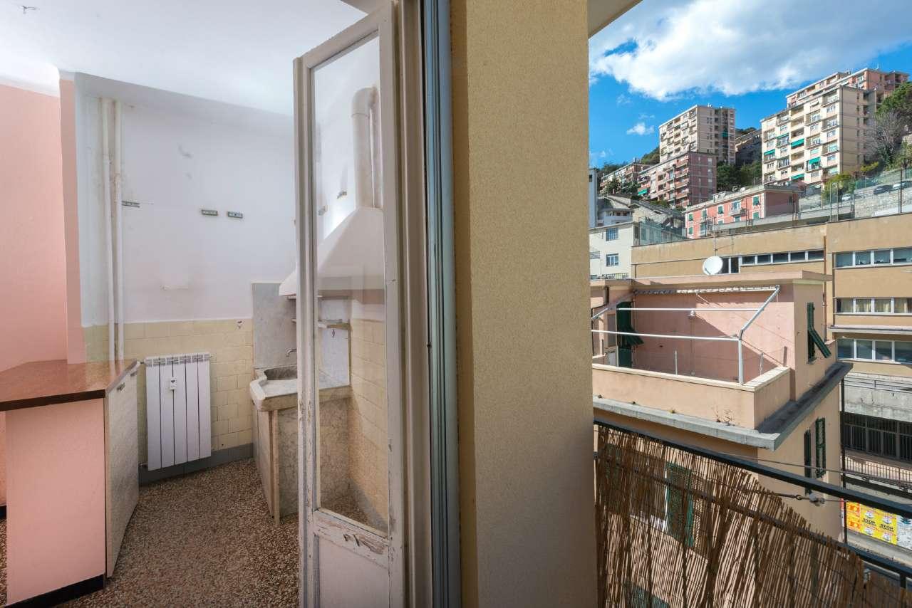 Foto 1 di Bilocale via Donghi 50, Genova (zona San Fruttuoso)