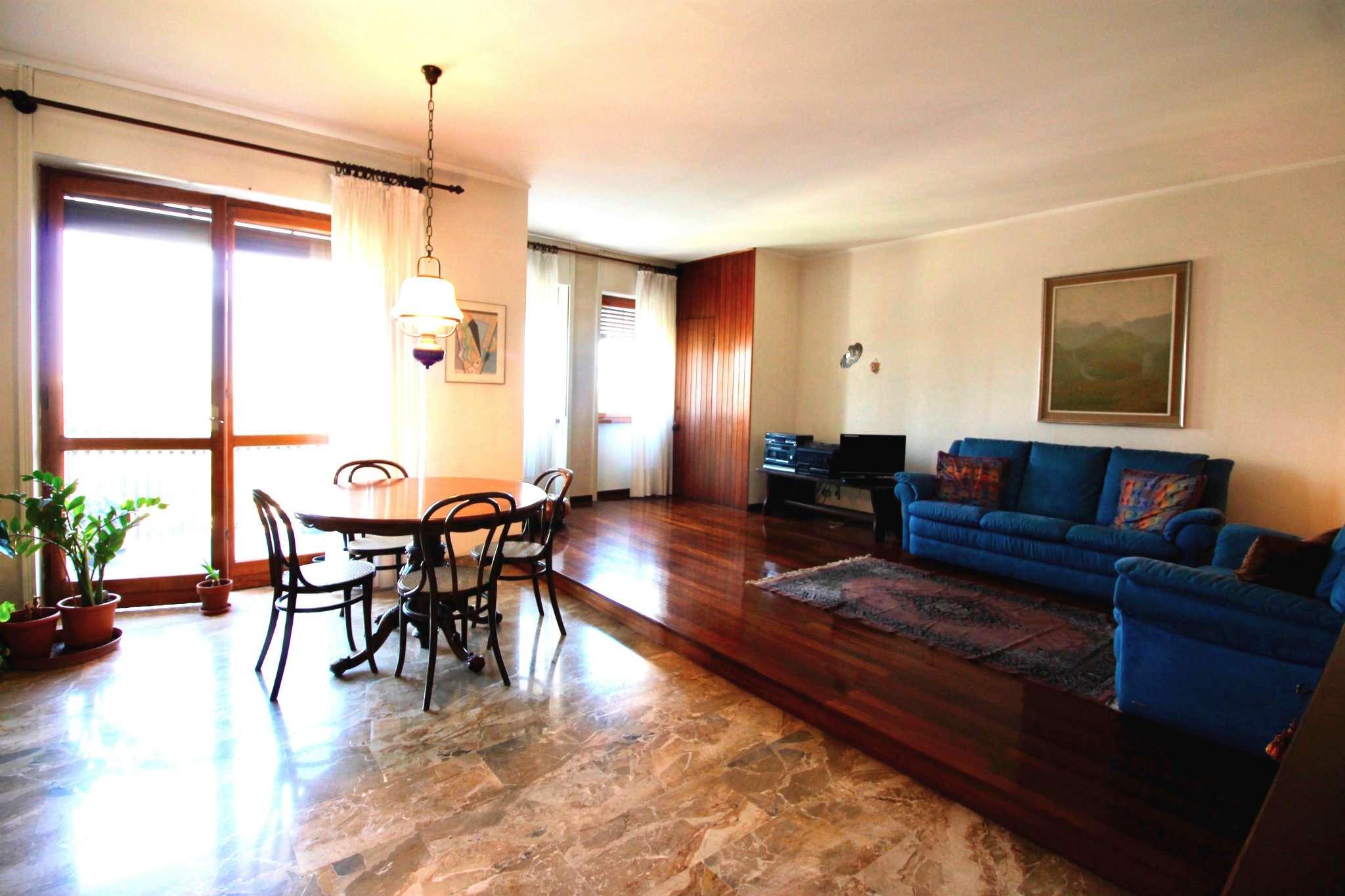 Appartamento in Affitto a Milano 09 Ceresio / Procaccini / Foro Bonaparte: 3 locali, 150 mq