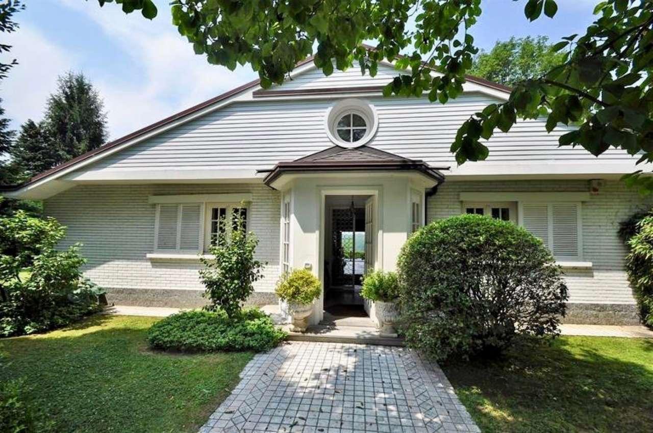 Villa in Vendita a Carimate Centro: 5 locali, 260 mq
