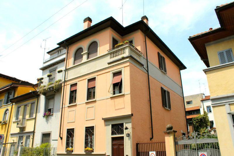 Villa in Vendita a Milano 18  Fiera / Sempione / Vercelli: 5 locali, 360 mq