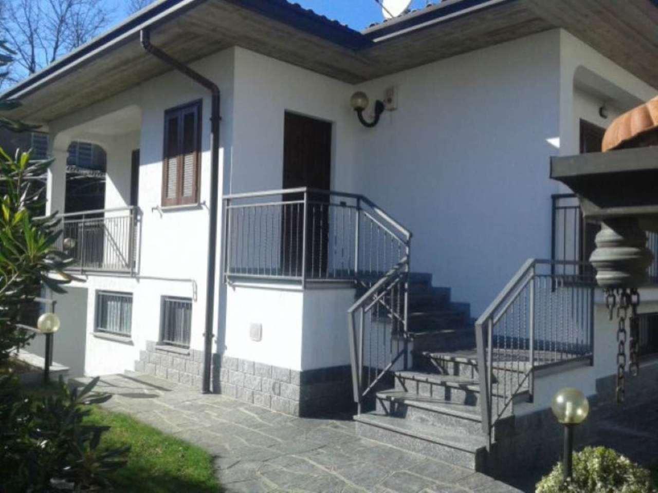 Villa in vendita a Morazzone, 8 locali, prezzo € 390.000 | Cambio Casa.it