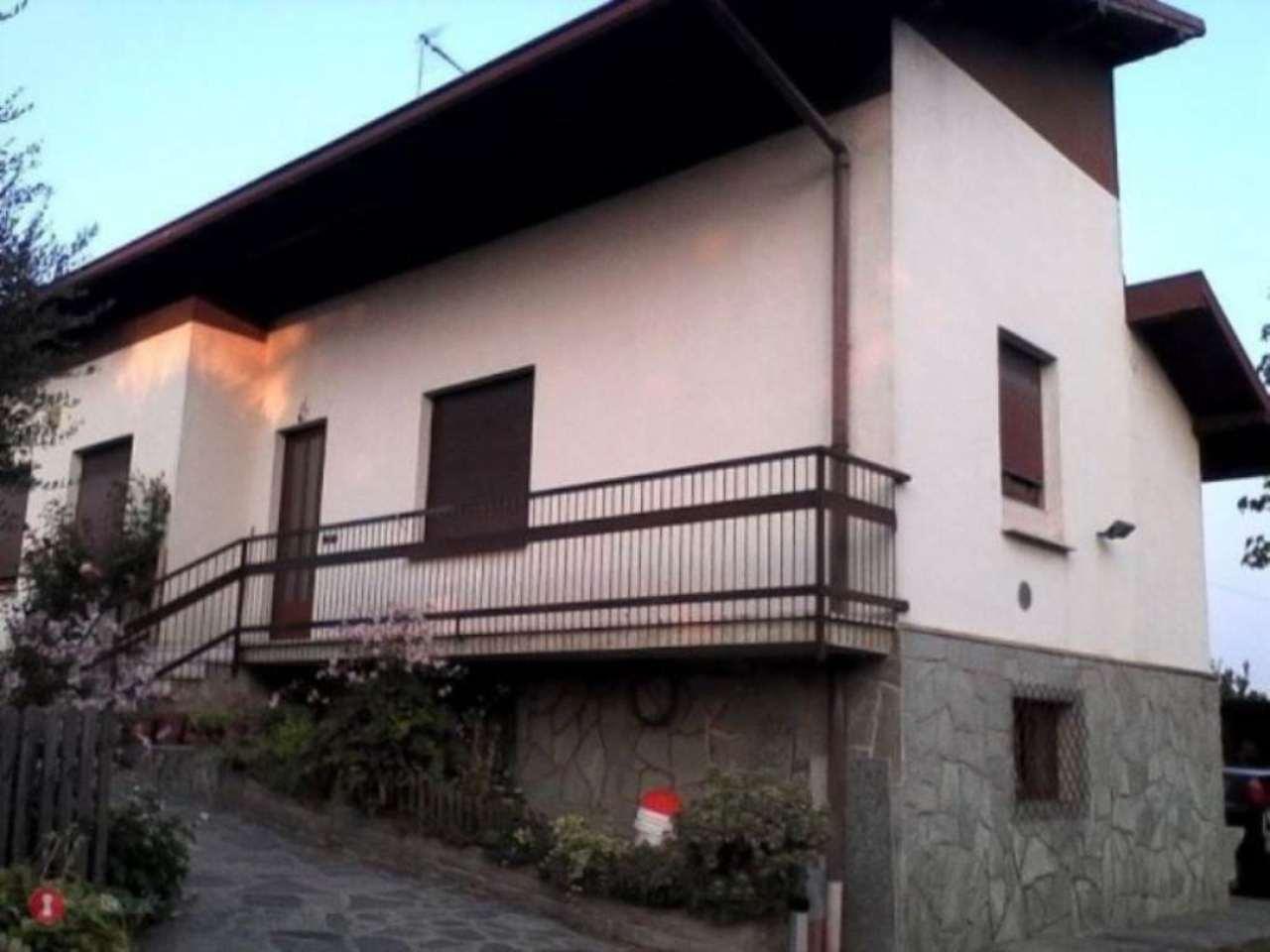 Soluzione Indipendente in vendita a Sumirago, 8 locali, prezzo € 299.000 | Cambio Casa.it