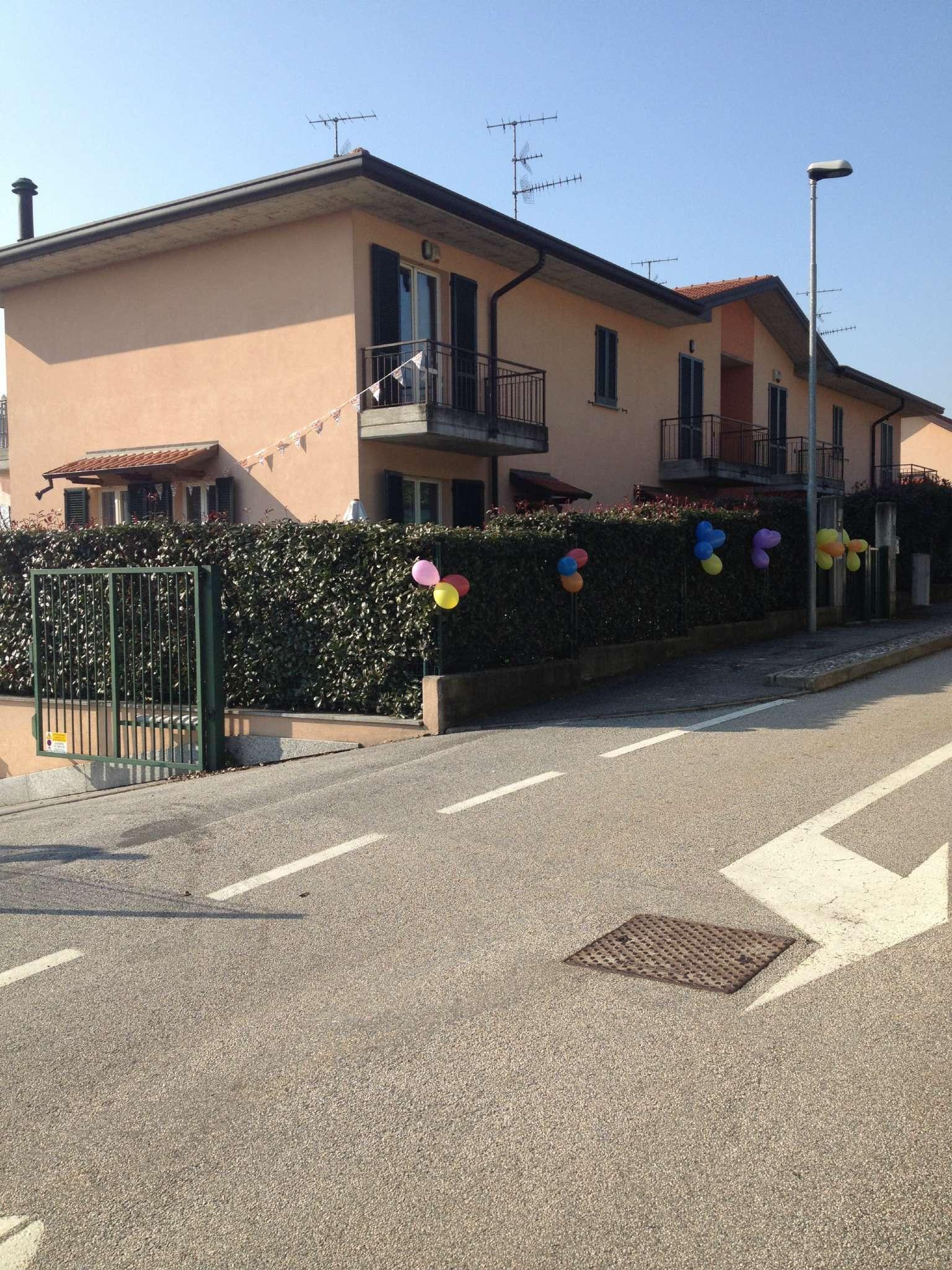 Villa in vendita a Gavirate, 4 locali, prezzo € 199.000 | CambioCasa.it