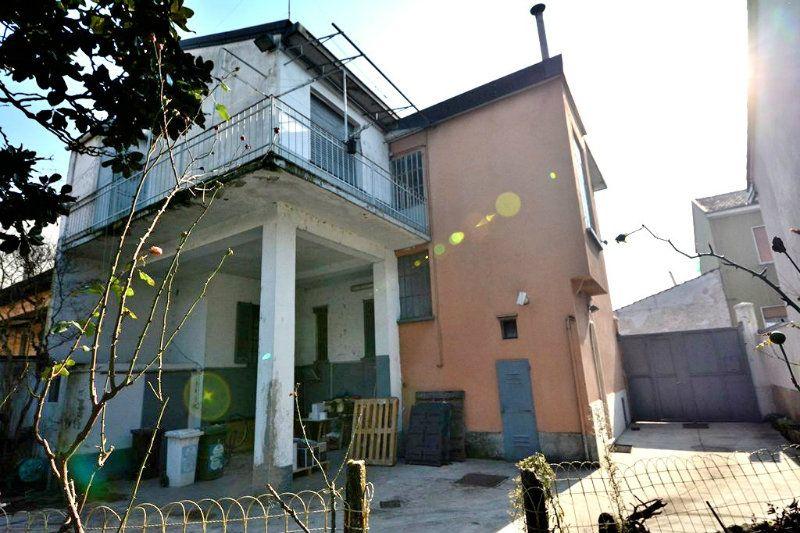Casa indipendente in Vendita a Milano 20 Bicocca / Crescenzago / Cimiano: 5 locali, 200 mq