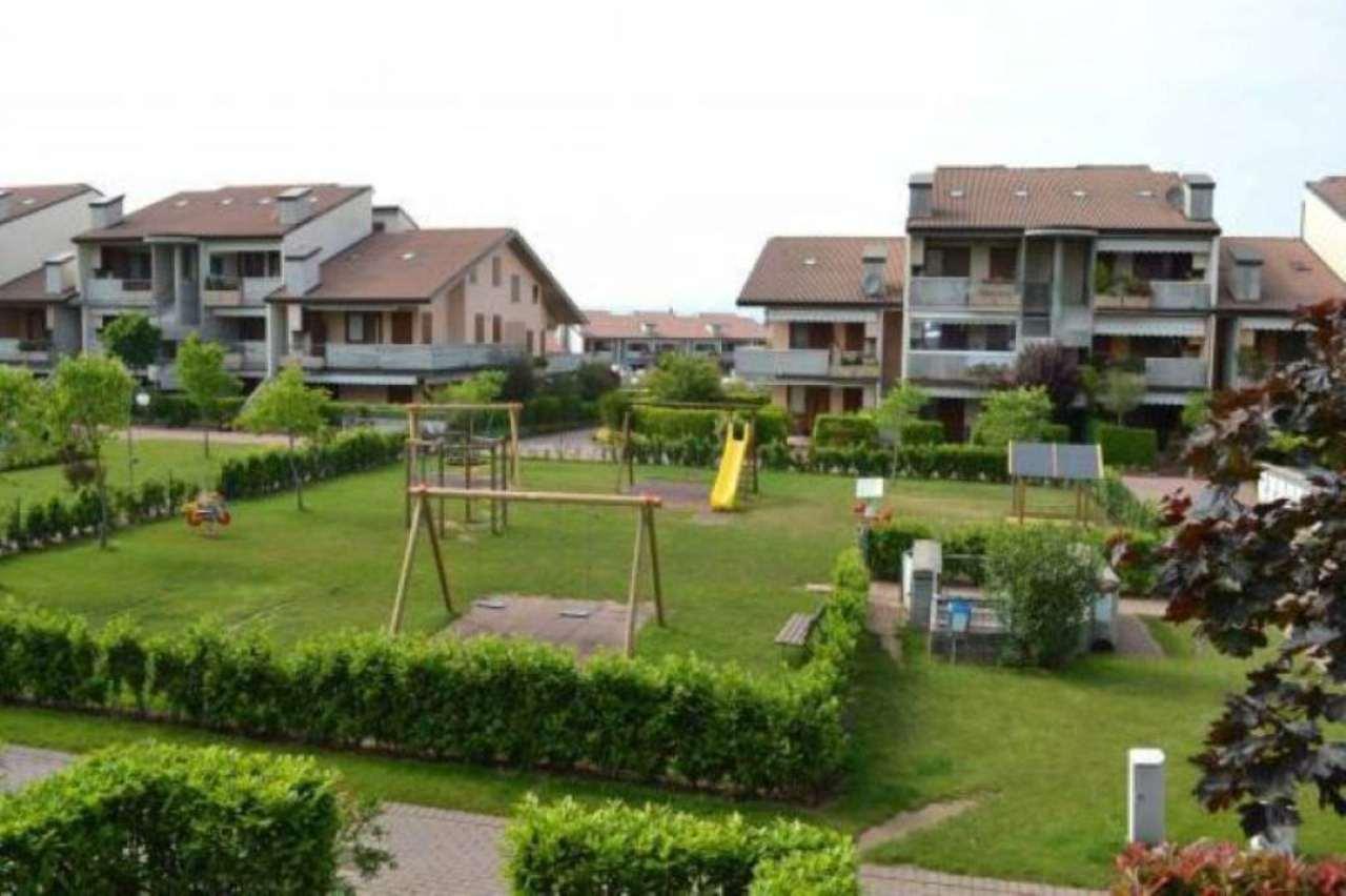 Appartamento in Vendita a Desenzano Del Garda Semicentro: 4 locali, 100 mq