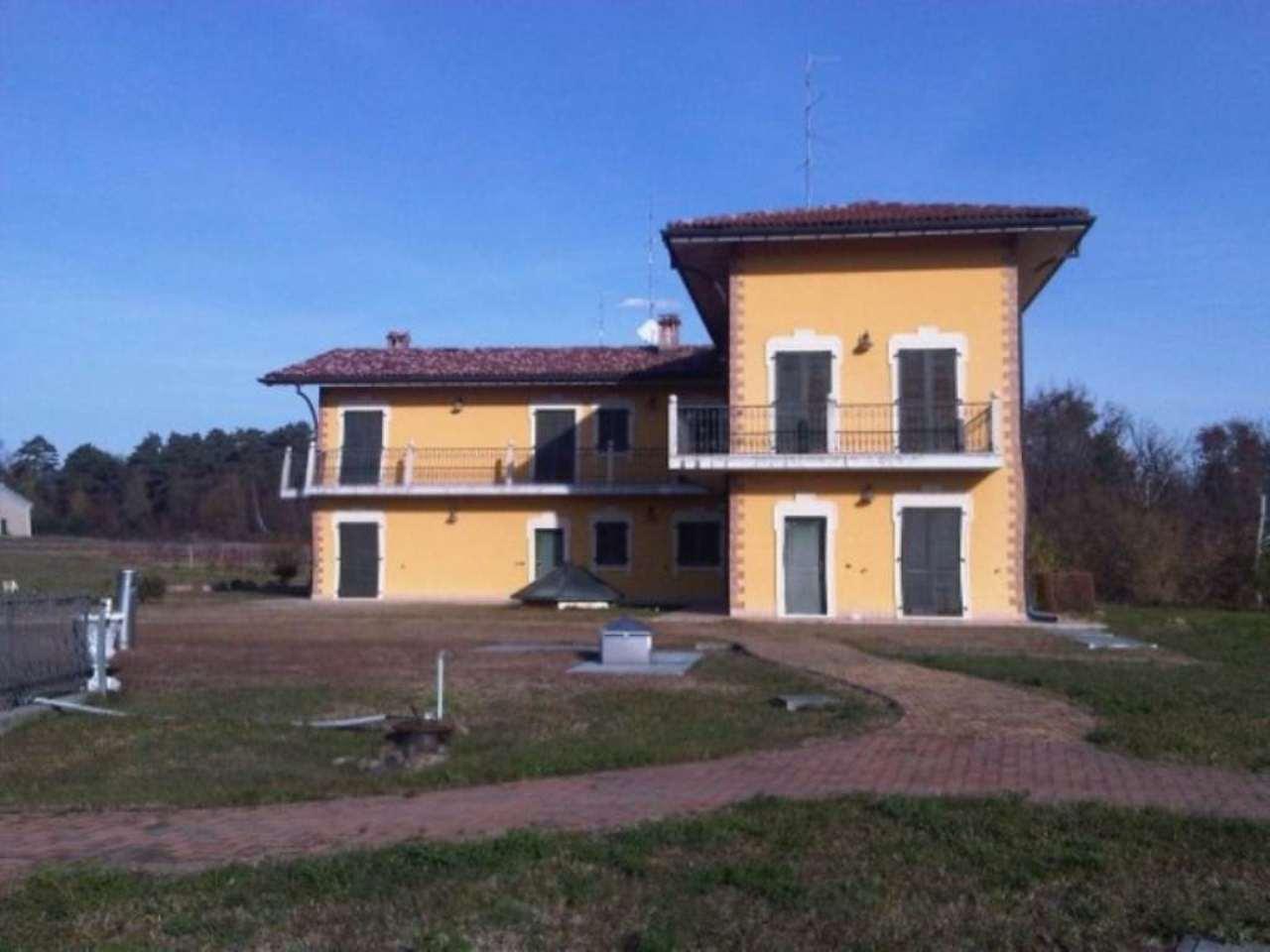 Casa indipendente in Vendita a Castiglione Olona: 5 locali, 1250 mq