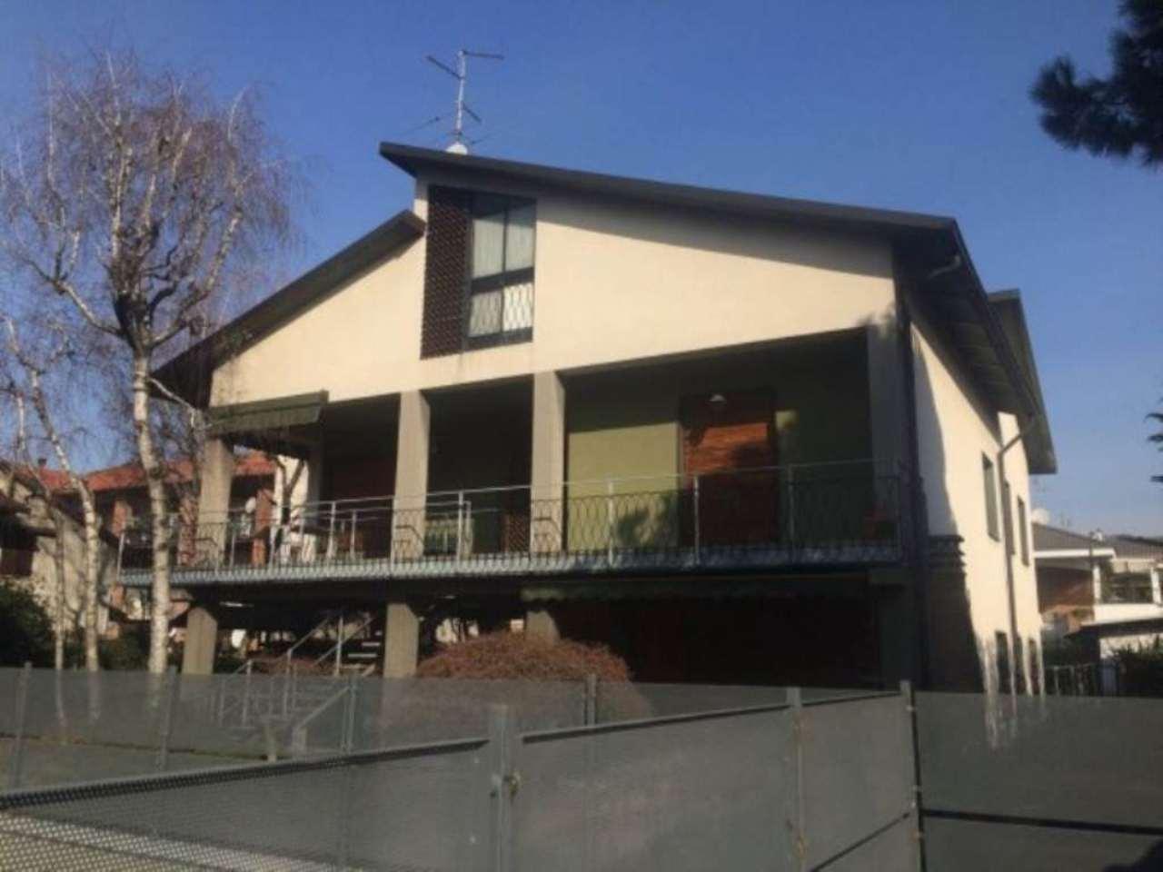 Villa in vendita a Nova Milanese, 6 locali, prezzo € 360.000 | Cambio Casa.it