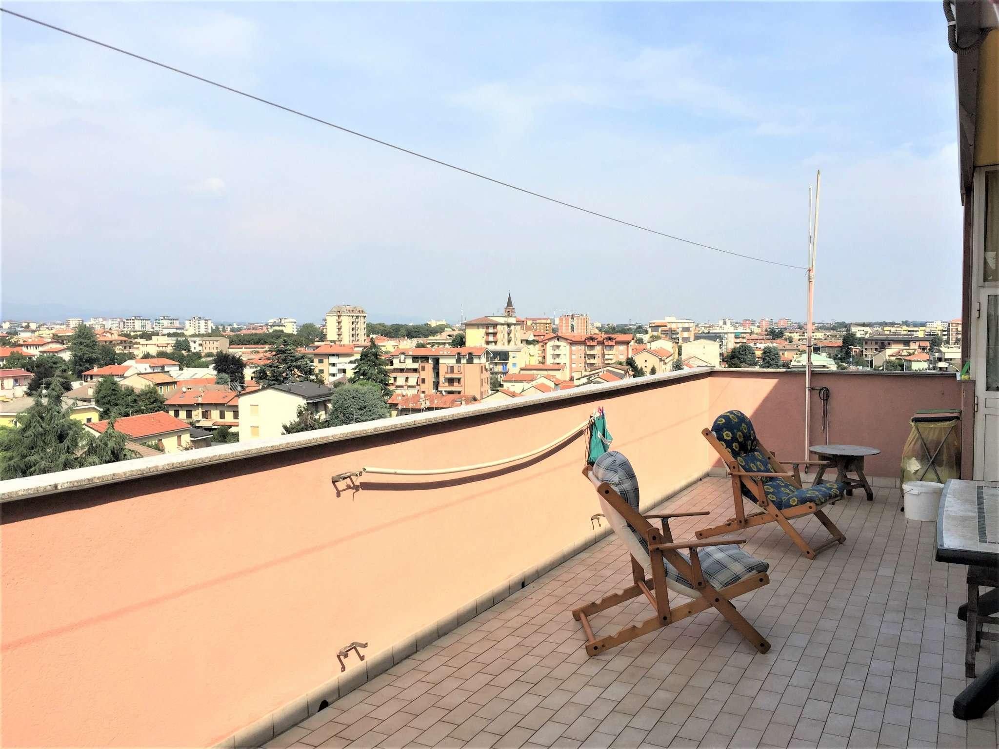 Attico / Mansarda in vendita a Muggiò, 4 locali, prezzo € 215.000 | Cambio Casa.it