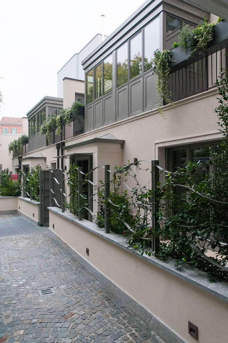 Villa in affitto a Milano, 5 locali, zona Zona: 12 . De Angeli, Vercelli, Washington, Sicilia, S. Michele del Carso, prezzo € 4.750 | CambioCasa.it