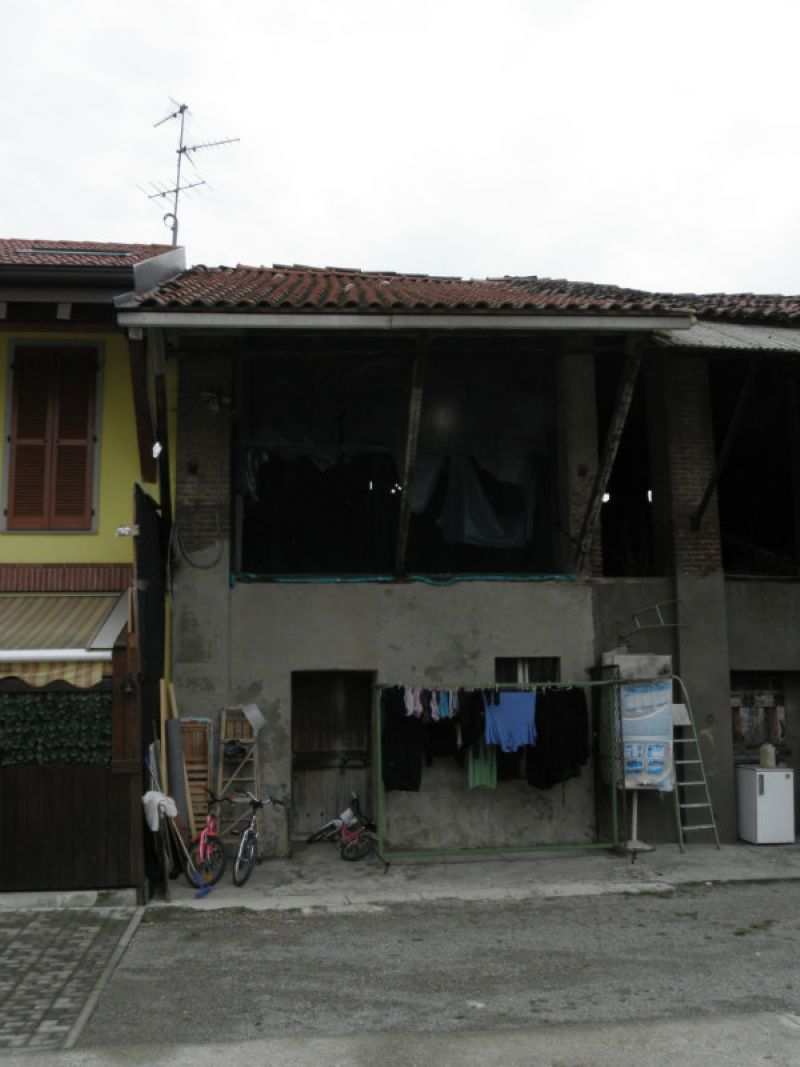 Bilocale Monza Via Ippolito Nievo 4