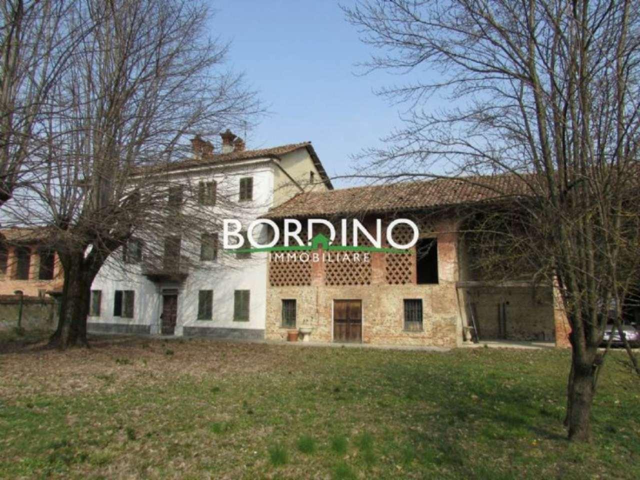 Palazzo / Stabile in vendita a Govone, 10 locali, prezzo € 195.000 | CambioCasa.it