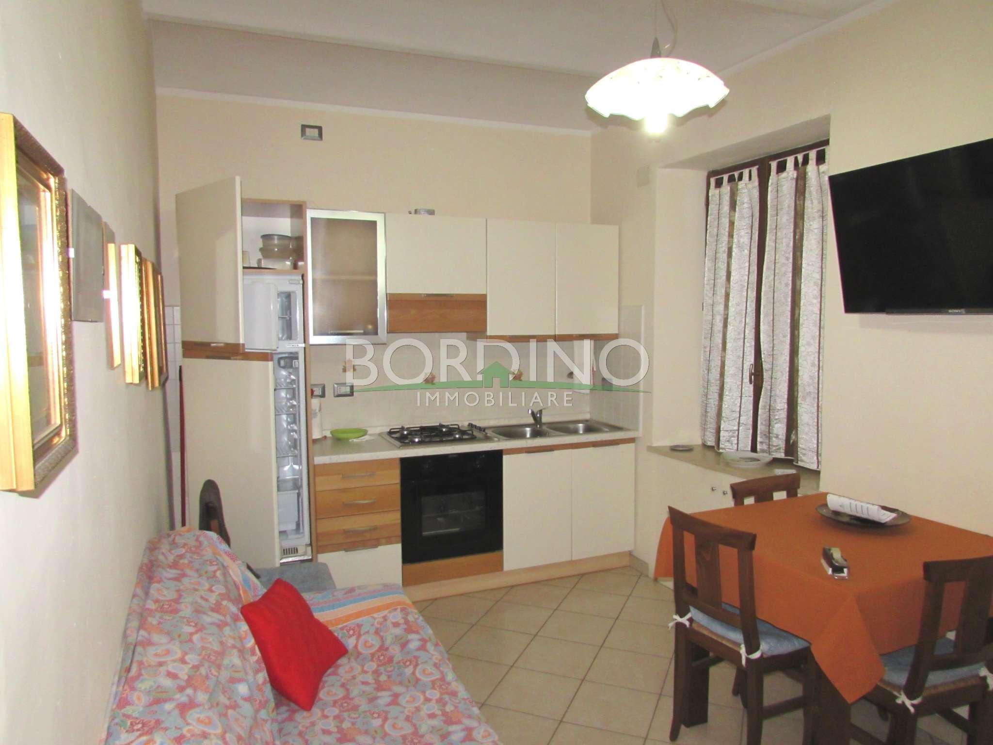 Soluzione Indipendente in affitto a Govone, 8 locali, prezzo € 700 | CambioCasa.it